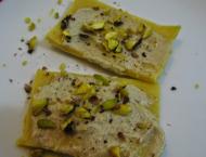 tartine con farina di ceci e crema di carciofi e pistacchi