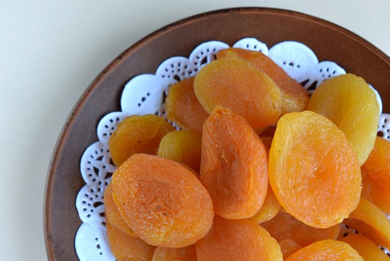 barrette con albicocche e frutta secca