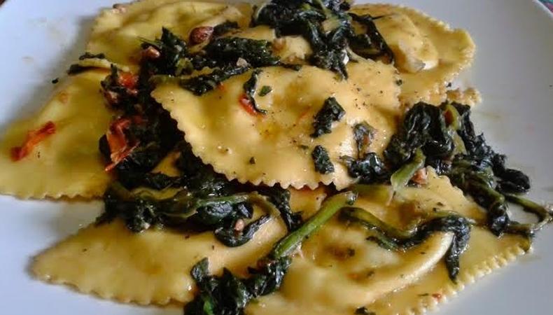 ravioli ricotta e spinaci con olio tartufato