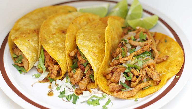 tortillas ripiene di carne fatte con farina di mais