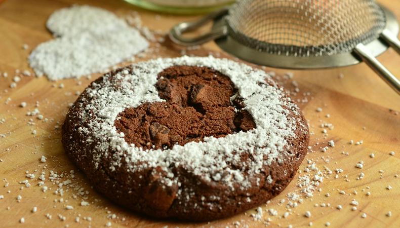 biscotti a forma di cuore con farina di castagne