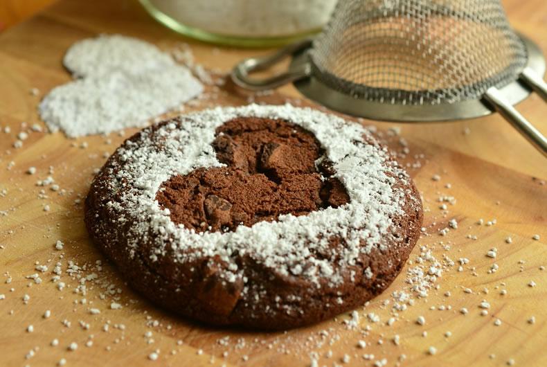 biscotti con farina di castagne a forma di cuore