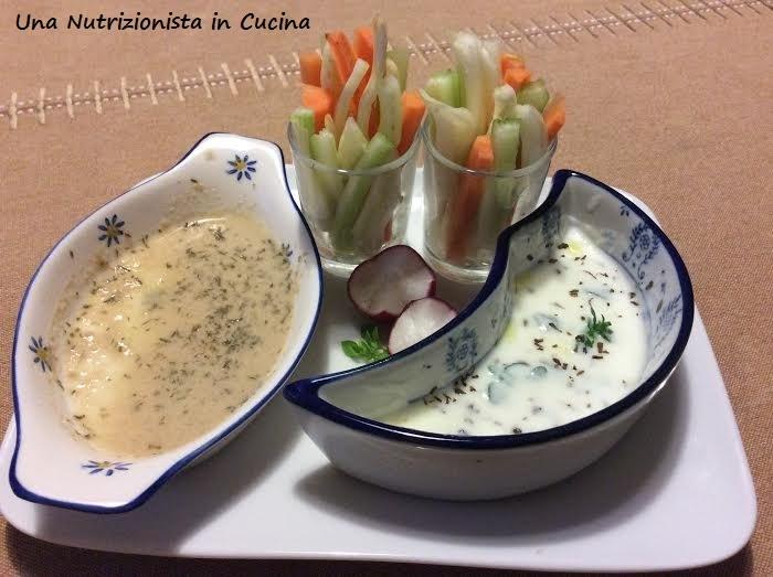 1 salsa di senape e 1 salsa di yogurt per condire cruditè di verdure