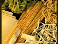 diversi formati di pasta fresca, sfoglia, spaghetti, cavatelli, rigatoni