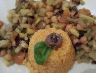 piatto di cous cous con verdurine miste di accompagnamento