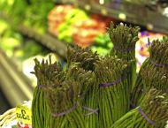 mazzo di asparagi selvatici
