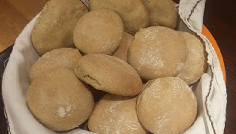 cestino di panini fatti in casa