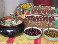 tavola apparecchiata con olive dop di gaeta e crostini con patè di olive di Itri