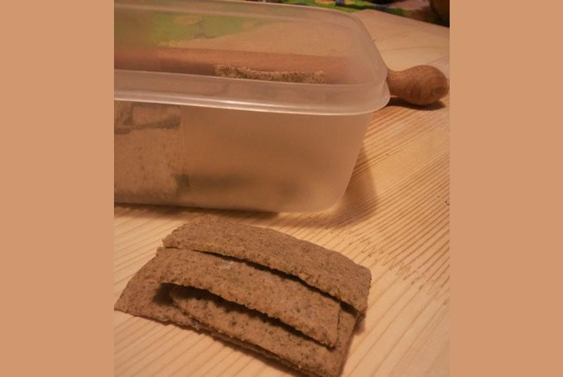 foto preparazione crackers integrali di canapa