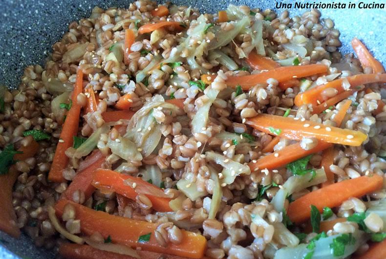 piatto di farro con carote, finocchi e aceto balsamico