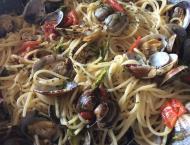 spaghetti con le vongole veraci ed asparagi