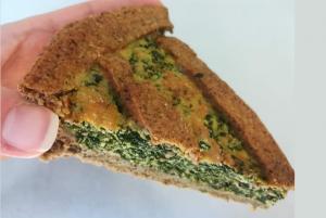 fetta di torta salata ricotta e spinaci