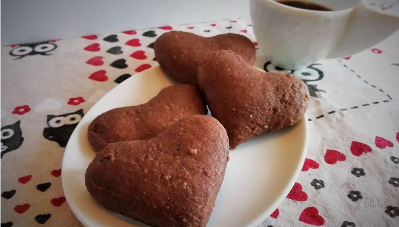 biscotti a forma di cuore integrali al cioccolato