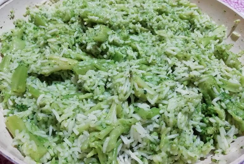 piatto di riso basmati con broccoli