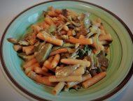 pasta di legumi con lenticchie rosse e carciofi
