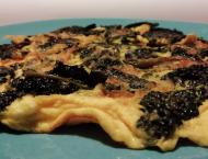 piatto di frittata con cavolo nero