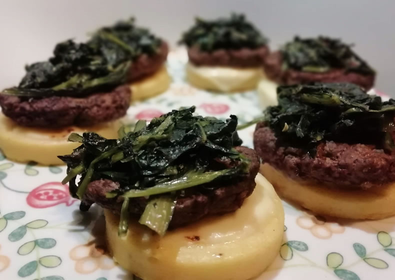 polenta con hamburger e cicoria
