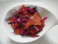 insalata di salmone selvaggio con cavolo rosso